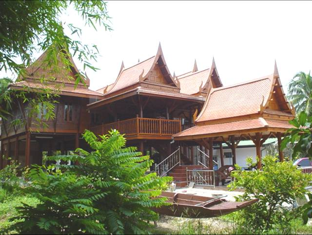 Traditional thai houses baan song thai for Traditional house building